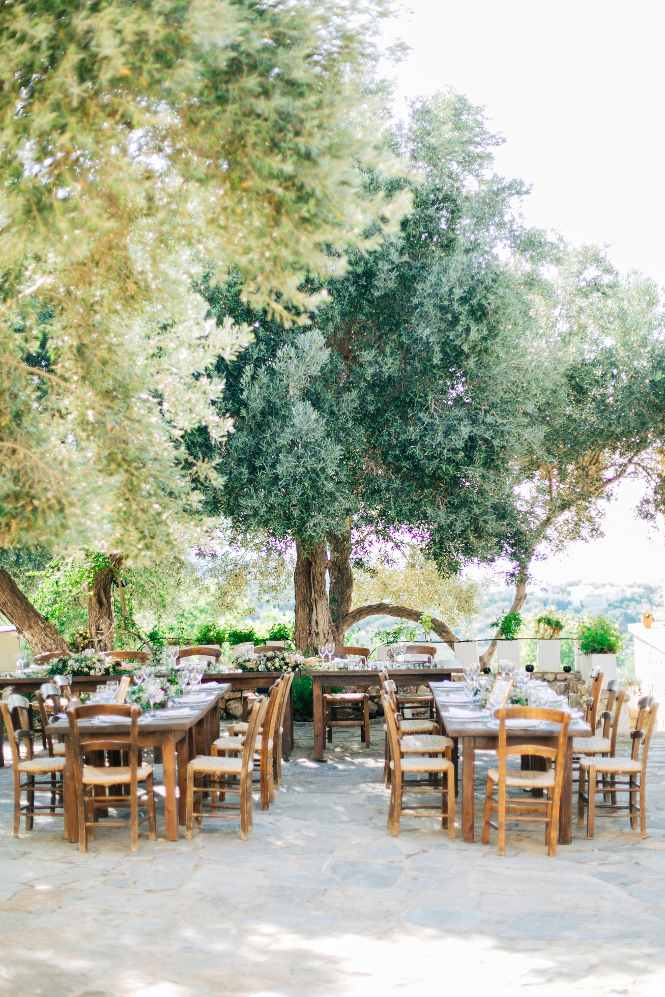 Rich dinner reception table settup and details created by Fabio Zardi and captured by wedding photographer during a destination wedding in Agreco farm in Crete.